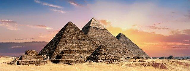 Сомневаюсь сильно, что пирамиды Египта построили простые гастарбайтеры