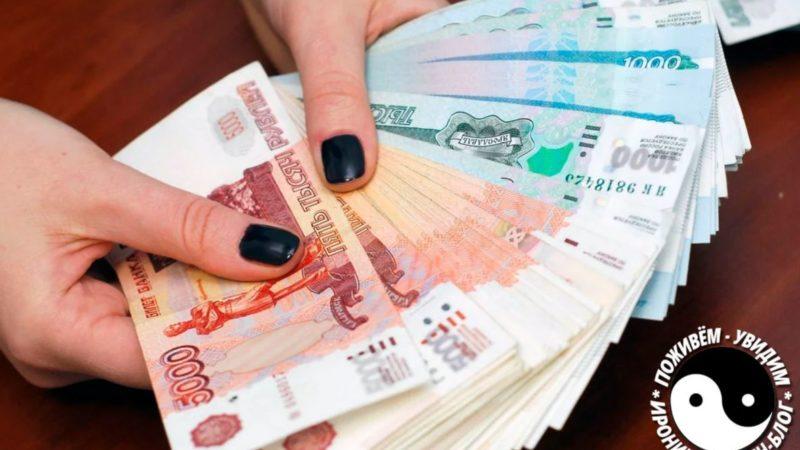 Кассир ошибочно выдала клиенту 400 000, вместо 400 рублей на которые он рассчитывал